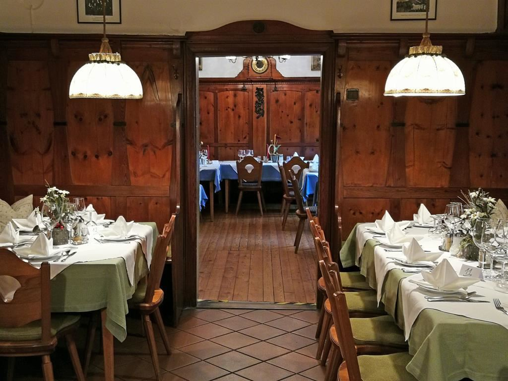 Singles hall in tirol