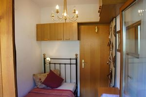 Single room, shower or bath, toilet, 1 bed room