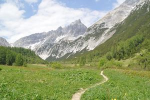 Through the Halltal to the natural jewel Issanger